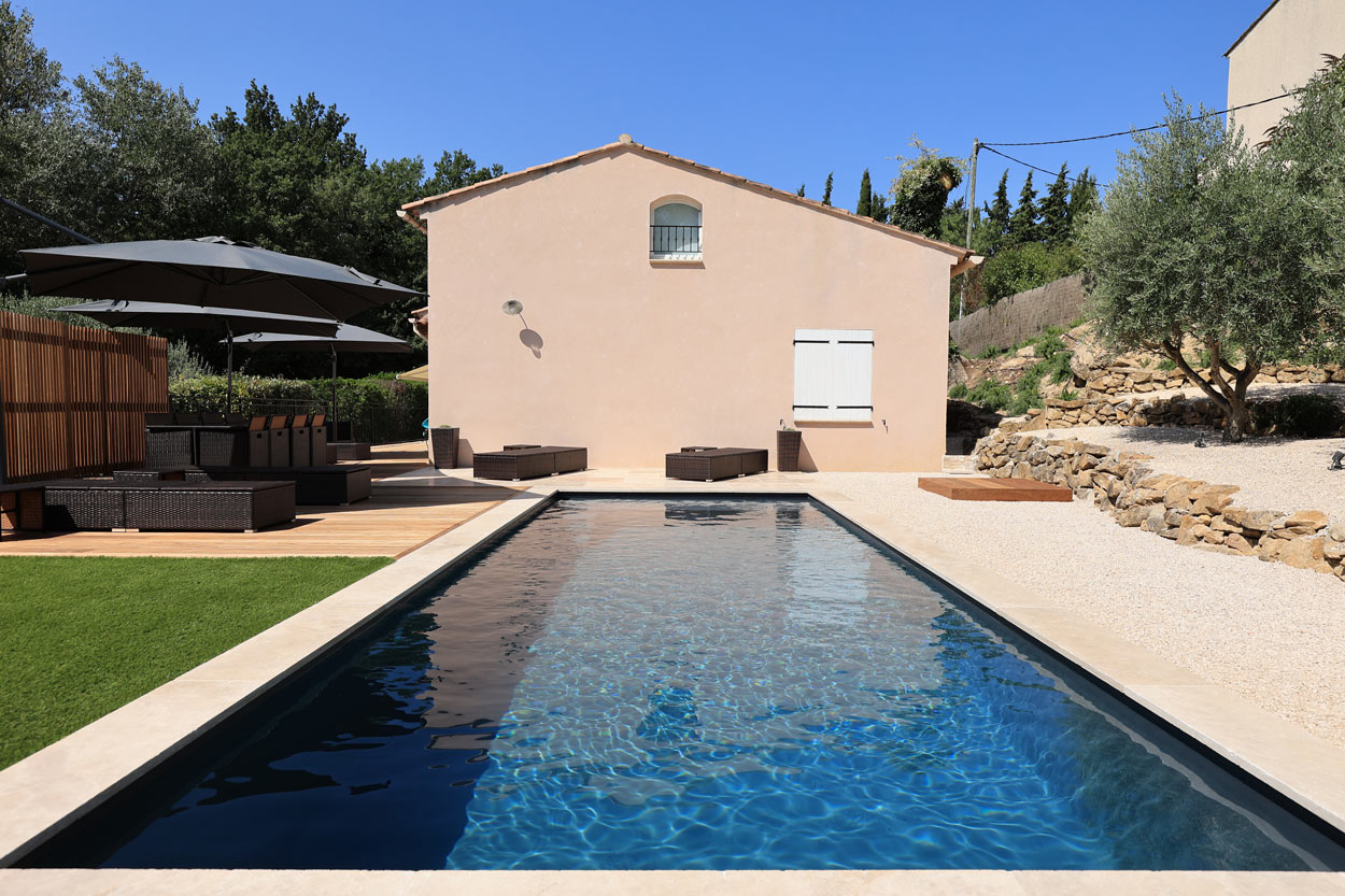 construction piscine traditionnelle contemporaine