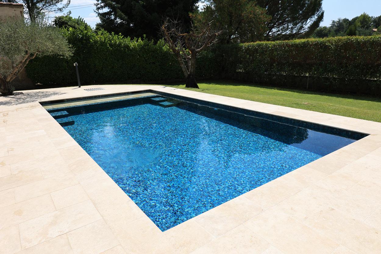 rénovation-piscine-carrelage-pose-volet-roulant