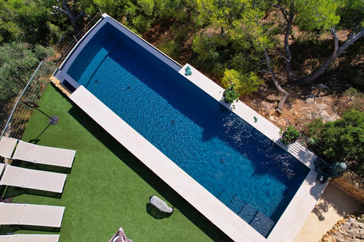 vue aérienne reconstruction piscine couloir de nage à débordement